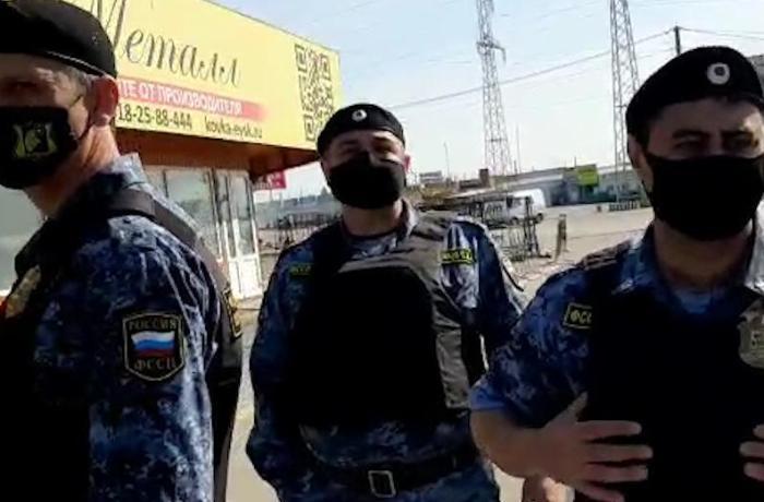 Kərim Babayevin ticarət mərkəzində işləyən sahibkarlarla polis arasında qarşıdurma olub – VİDEO