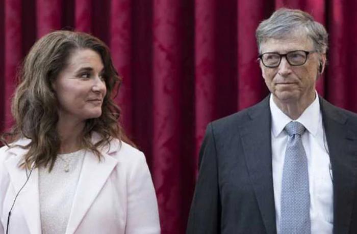 Bill Qeytsin həyat yoldaşından boşanma səbəbinin xəyanət olduğu iddia edilir