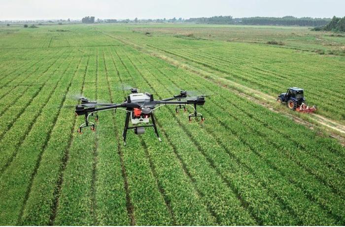 Azərbaycanda ilk dəfə olaraq əkin sahələri üçün aqrodron istehsal edildi