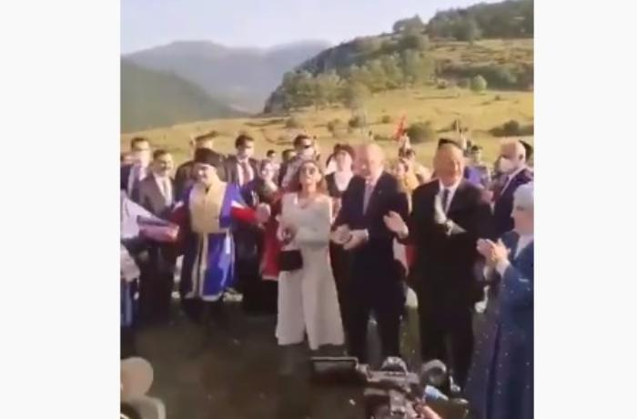 İlham Əliyev və Ərdoğan Cıdır Düzündə yallı rəqsini izlədi - VİDEO