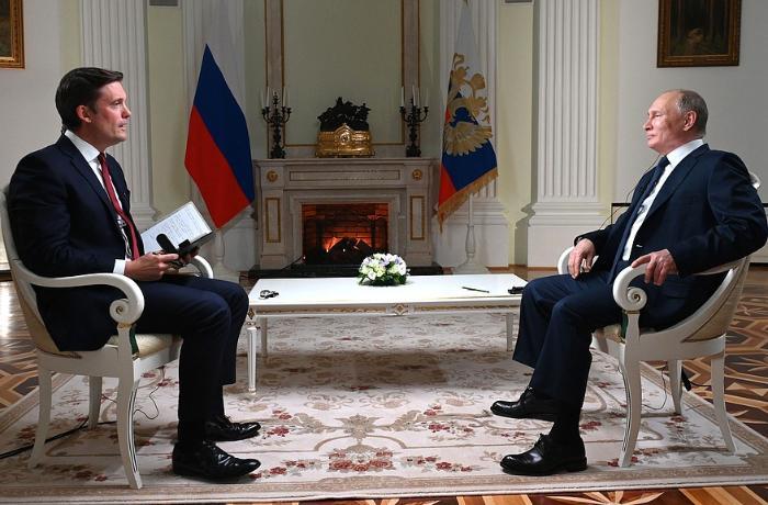 Putin ABŞ-lı jurnalistə müsahibə verdi, mübahisə etdilər – Maraqlı anlar – VİDEO