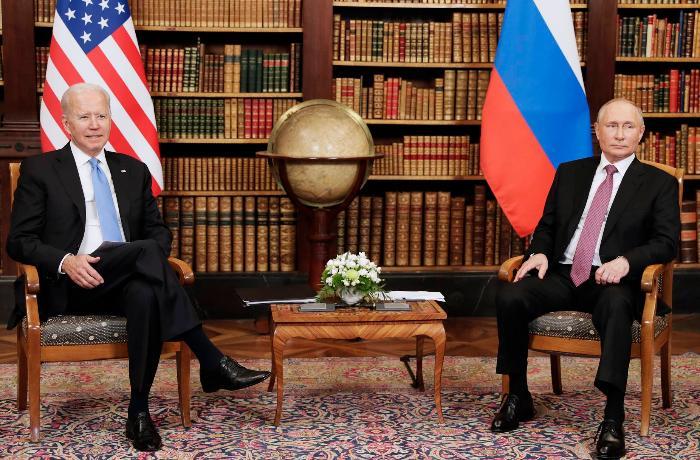 Rusiya və ABŞ prezidentlərinin geniş tərkibli görüşü başlayıb-