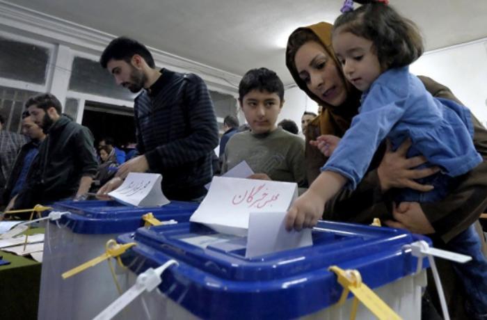 İranda prezident seçkilərinin ilkin nəticələri bəlli oldu - FOTO
