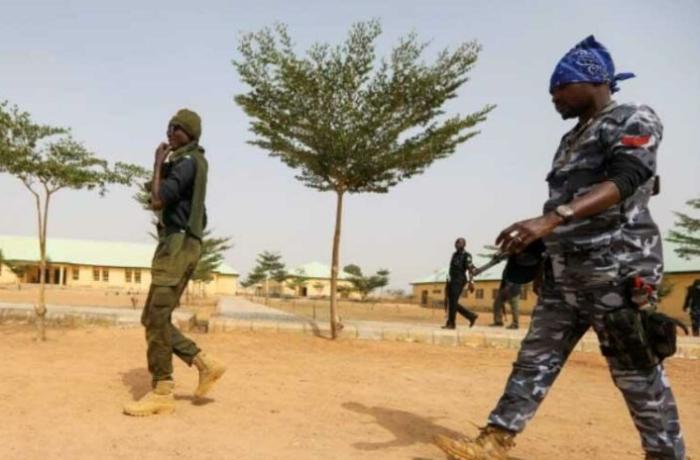 Nigeriyada məktəbə silahlı hücum edilib