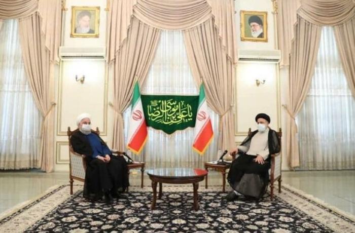Ruhani yeni prezidentlə görüşdü