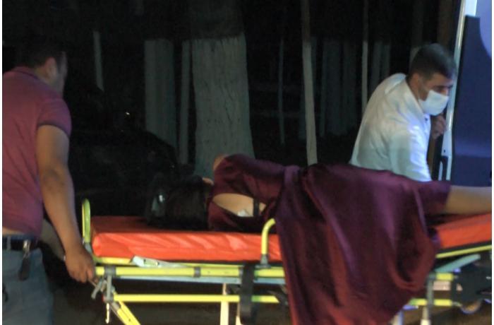 Sabirabadda 17 yaşlı qız məzun məclisində bıçaqlandı – VİDEO