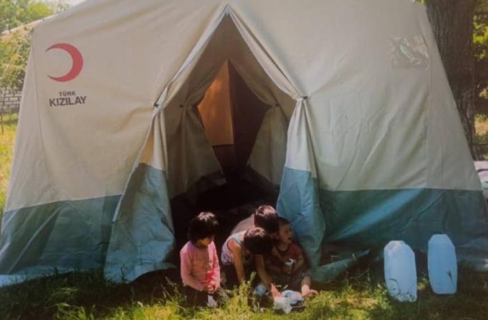 Evi yanan Qarabağ döyüşçüsünün ailəsi çadırda yaşayır - FOTOLAR
