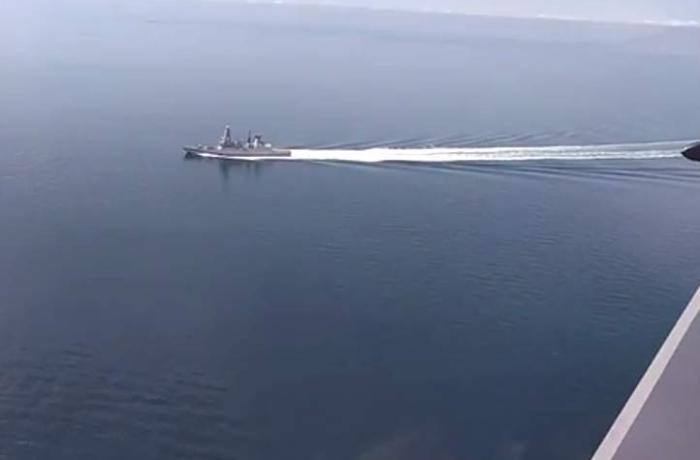 Rusiya Qara dənizdə İngiltərə gəmisi ilə yaşanan gərginliyin görüntülərini yaydı – VİDEO