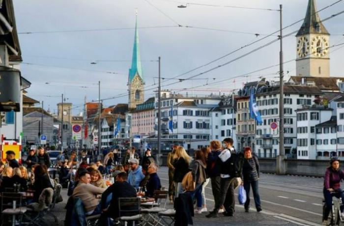 İsveçrədə COVID-19 peyvəndinin hər 2 dozasını vurduran 18 nəfər dünyasını dəyişib