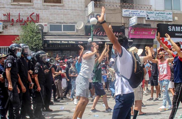 Tunis parlamenti ordu və təhlükəsizlik qüvvələrini xalqa qoşulmağa çağırdı