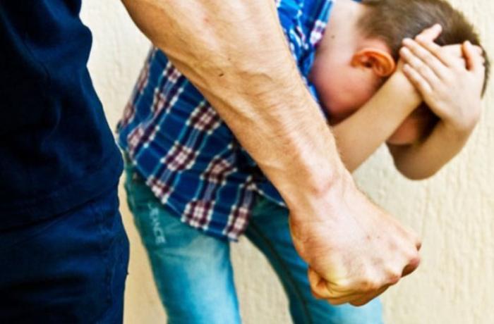Tovuzda ata 12 yaşlı oğlunu döyərək dirsək sümüyünü sındırdı