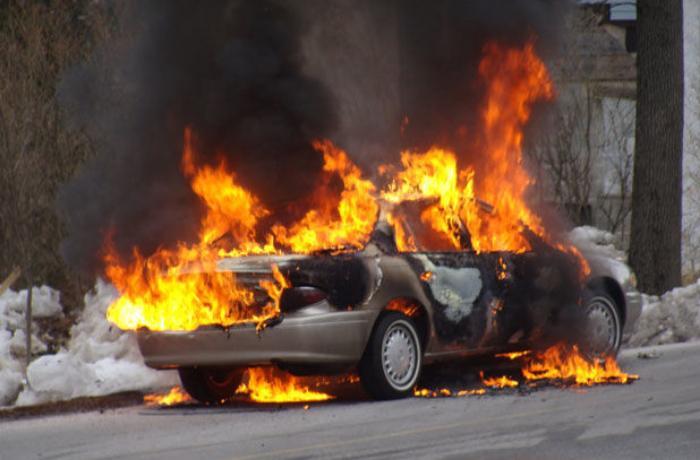 Sumqayıt və Goranboyda iki avtomobil yanıb