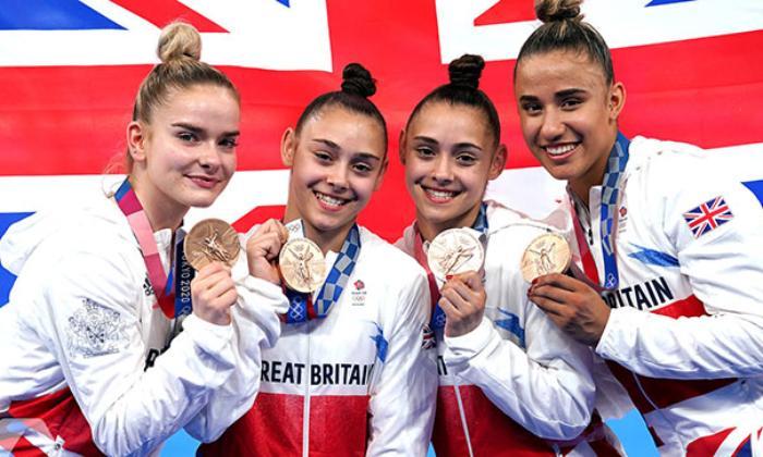 Azərbaycanlı əkiz bacılar Böyük Britaniyaya 93 il sonra medal qazandırdılar