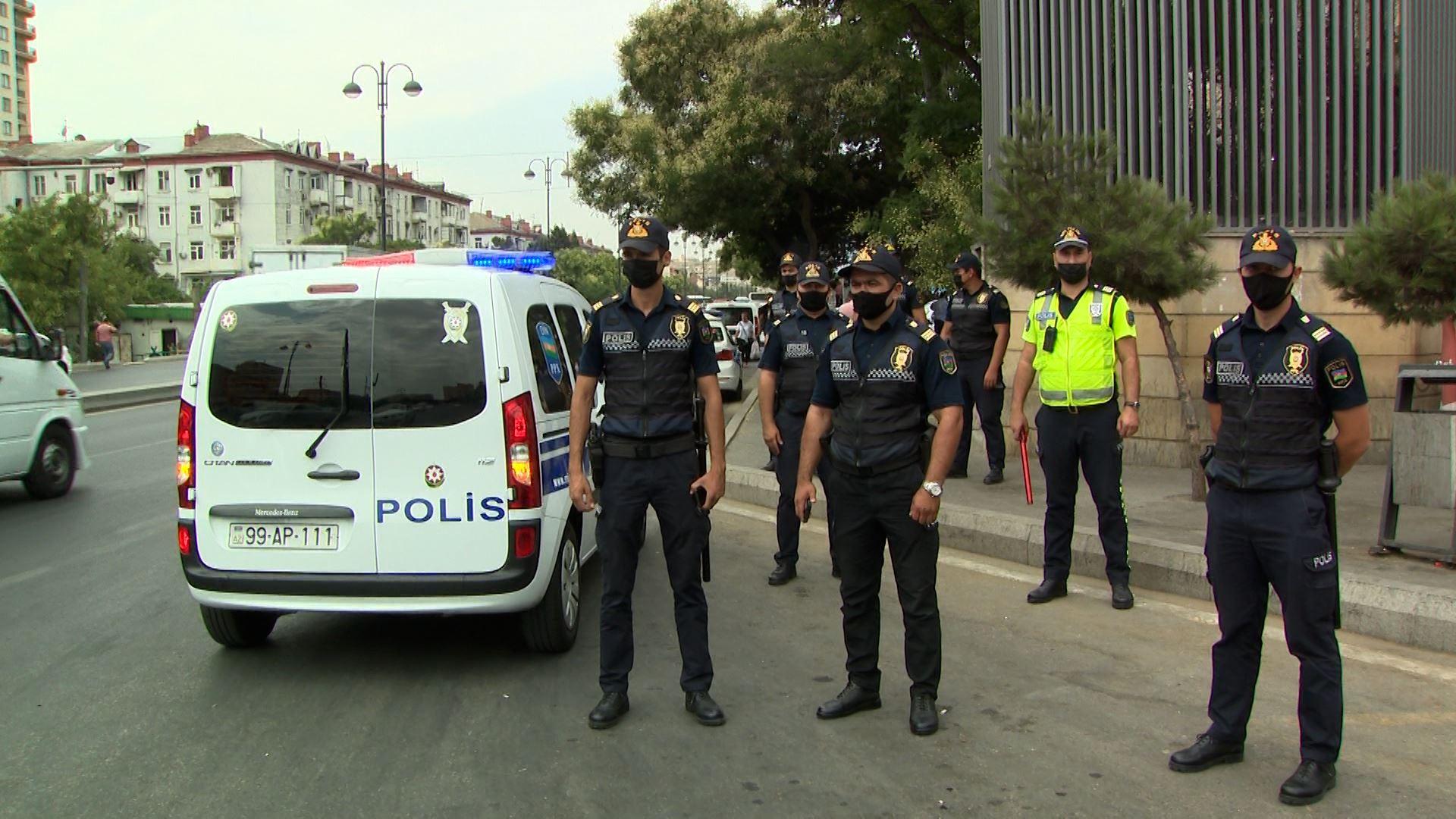 Polis Bakıda ictimai nəqliyyatda yoxlama aparıb - FOTOLAR + VİDEO
