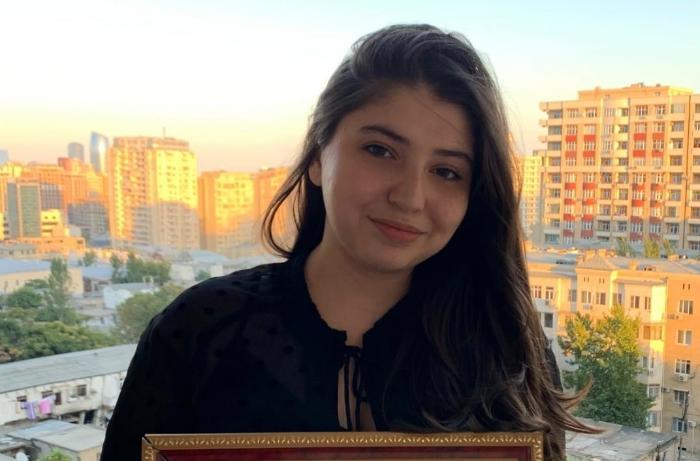 Внучка известного журналиста Самеда Маликзаде поступила в престижный университет - ФОТО
