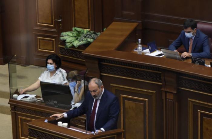Ermenistan Parlamentosun`da kavga
