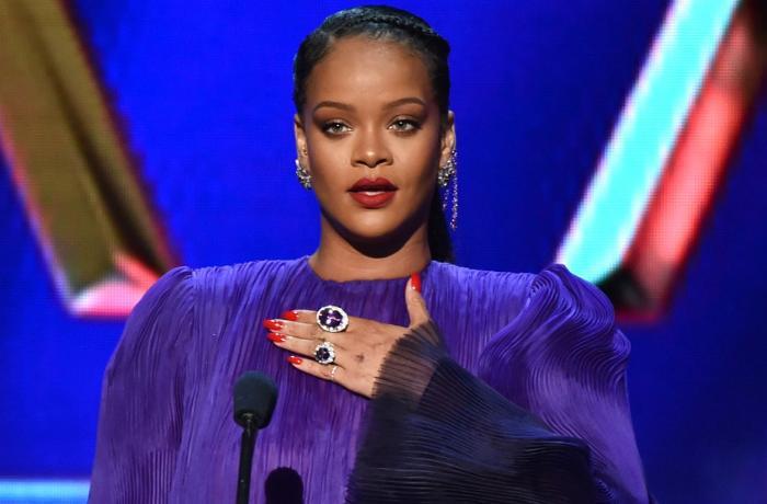 Rihanna milyarderlər sırasında