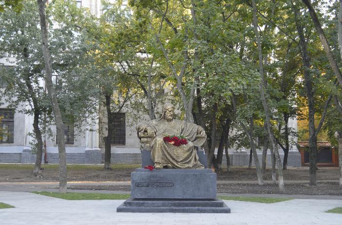 Xarkov şəhərində Nizami Gəncəvinin heykəlinin açılışı olub - FOTOLAR