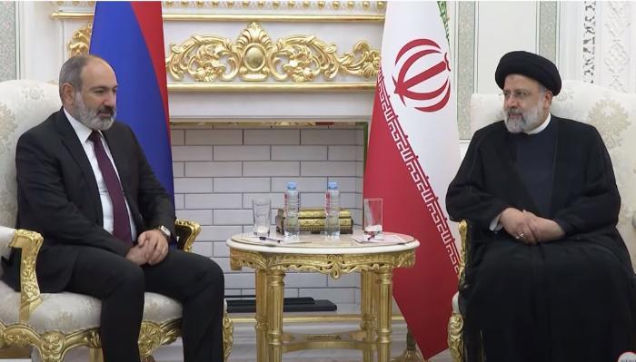 Paşinyan İran prezidenti ilə görüşdü