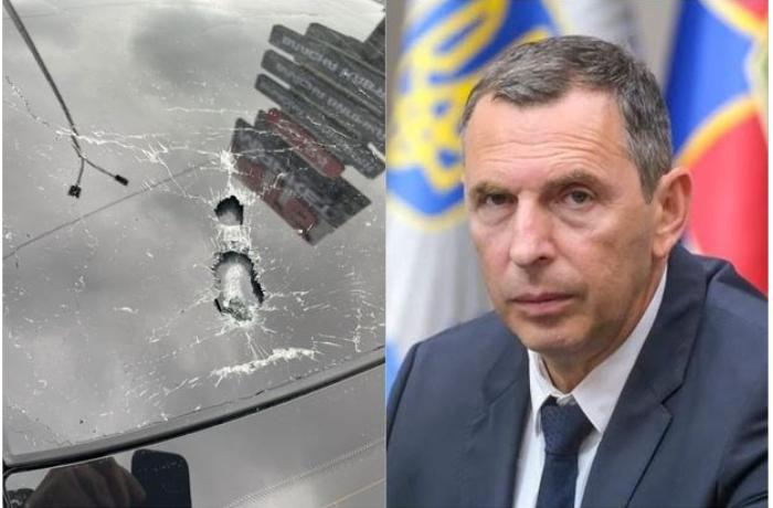 Zelenskinin köməkçisinin maşınına silahlı hücum edildi - FOTO