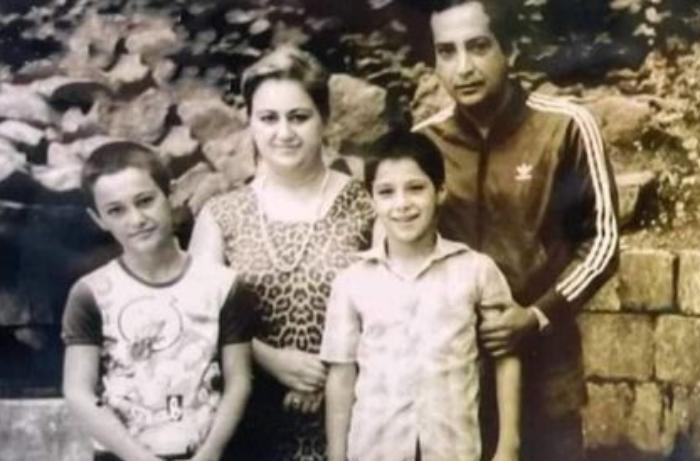 Rasim Balayev 35 il sonra Şuşada eyni yerdə ailəsi ilə şəkil çəkdirib - FOTO