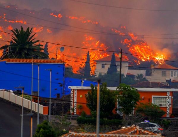 İspaniyada evlər lavaların altında qalır