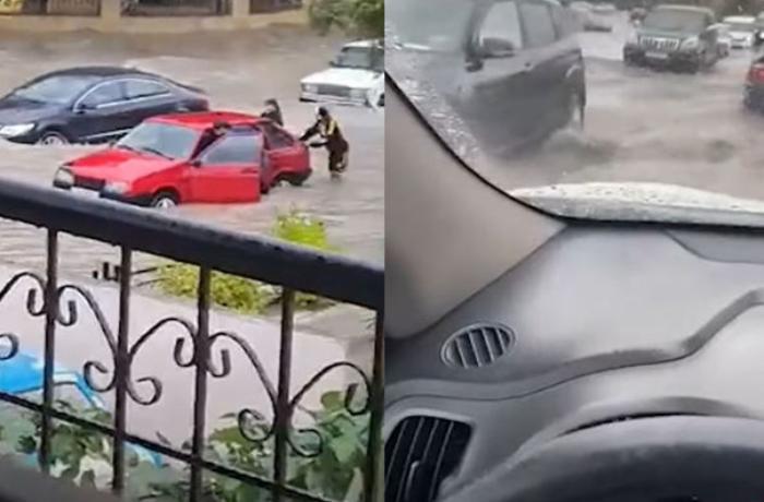 Güclü yağış Bakıda sürücülərə çətin anlar yaşatdı - VİDEO